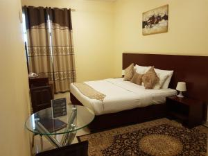 A bed or beds in a room at Raynor Hotel Apartments