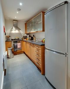 A kitchen or kitchenette at Base Serviced Apartments - Cumberland Apartments