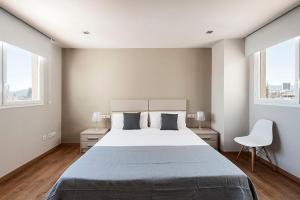 A bed or beds in a room at Arago312 Apartments
