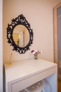 A bathroom at BEM PORTUGUÊS. Apartamento agradavel