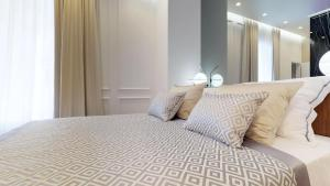 A bed or beds in a room at Luxury Apartments ILLIRIA in Palace