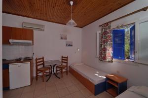 Een keuken of kitchenette bij White Rock Apartments