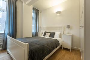 A bed or beds in a room at Excel Apartments Strand