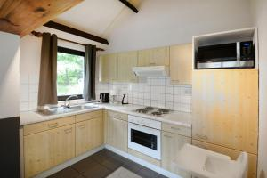 Een keuken of kitchenette bij Maison 25