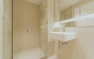 A bathroom at Brilliant Victoria Harbour Waterfront
