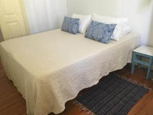A bed or beds in a room at Riad'Aveiro Ap