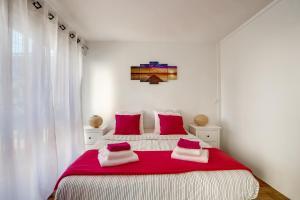 Un pat sau paturi într-o cameră la Modern Flat 15min Paris - Orly
