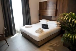 A bed or beds in a room at Gasometer Urban Suites