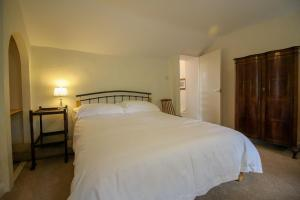 A bed or beds in a room at Pennine