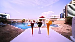 Der Swimmingpool an oder in der Nähe von Rose Garden Hotel Apartments - Bur Dubai