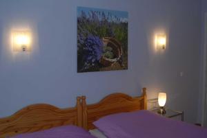 A bed or beds in a room at Ferienwohnung Nachbars Garten