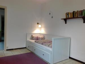 Ein Bett oder Betten in einem Zimmer der Unterkunft Ferienwohnung Zwergmöve