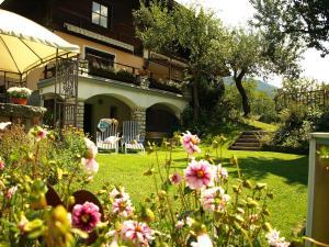 A garden outside Villa Heinrich