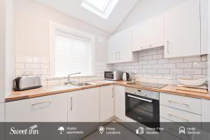 A kitchen or kitchenette at Sweet Inn - Gorgeous Howth I