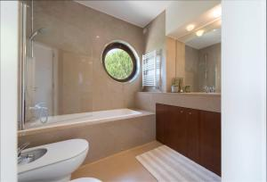 A bathroom at Atlantic House - Waterfront Luxury Home