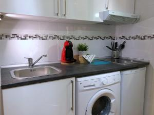 A kitchen or kitchenette at Apartamentos Villa Latina