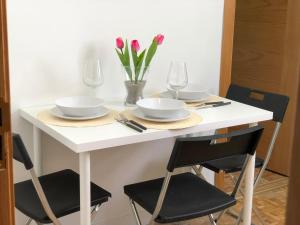 A restaurant or other place to eat at Apartamentos Villa Latina