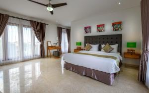 A bed or beds in a room at Agung Putra Hotel & Apartment