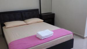 A bed or beds in a room at Rose Condo@ Cocobay Beach Resort