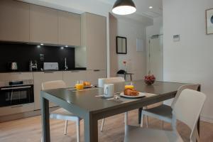 Kitchen o kitchenette sa MH Apartments Central Madrid