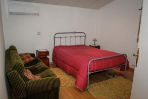 A bed or beds in a room at Adega Do Martinho