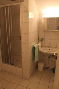 Ein Badezimmer in der Unterkunft Haus Linda