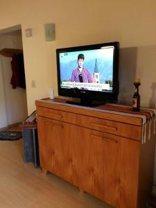 Una televisión o centro de entretenimiento en 678 Mascardi Roca Malen