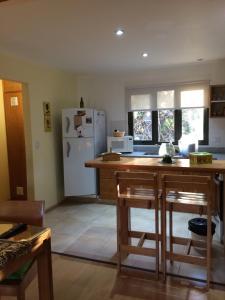 Una cocina o kitchenette en 678 Mascardi Roca Malen