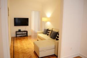 A seating area at Furnas20 Lisbon Flats
