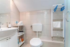 A bathroom at TOP Apartman