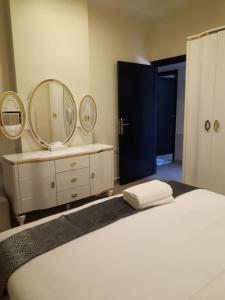 A bed or beds in a room at Reef Hotel Aparts (Tabasum Group)