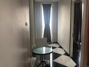 A seating area at villa di batu kamar tidur 5