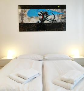 A bed or beds in a room at Downtown Apartment Berlin Friedrichshain