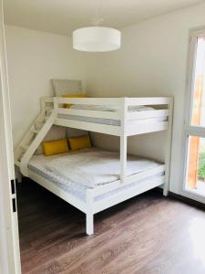 A bunk bed or bunk beds in a room at Modern apartment Paris Disneyland