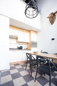 A kitchen or kitchenette at Puur Mechelen