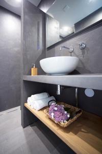 A bathroom at Puur Mechelen