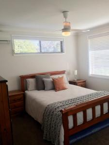A bed or beds in a room at Hunter Homestay