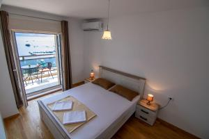 A bed or beds in a room at StayInBudva