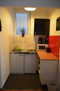 A kitchen or kitchenette at Central inner courtyard apartment