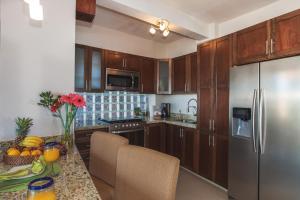 Кухня или мини-кухня в Vallarta Shores Beach Hotel