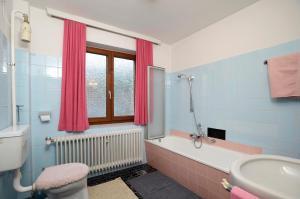 Ein Badezimmer in der Unterkunft Ferienwohnung im Gästehaus Nussbaumer