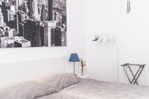 A bed or beds in a room at Spacious old town luxury apartment
