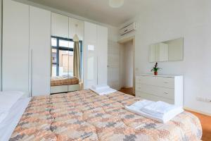 A bed or beds in a room at Red Line Apartments Milano
