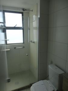 A bathroom at Flat de Luxo em Boa Viagem 2 Qtos