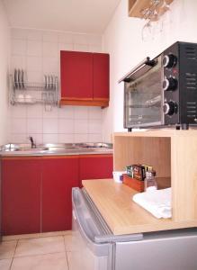 Una cocina o kitchenette en Apartamentos Mendoza