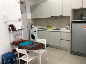 A kitchen or kitchenette at I-City I-Soho Chamey Homestay Condo, Shah Alam