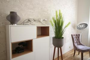 A kitchen or kitchenette at NEW DESIGN & STYLE Apartment Old Town XXL
