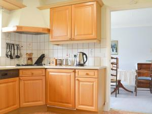 A kitchen or kitchenette at The Picquet