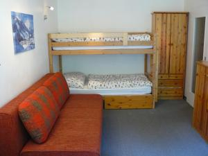 A bunk bed or bunk beds in a room at Alpenappartement Bartl