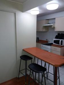 Una cocina o zona de cocina en Depto Metro Irarrazaval